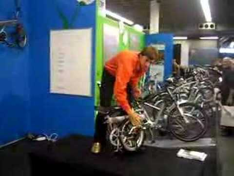 Folding an Ori foldingbike really fast