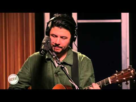 "Jamie Woon performing ""Message"" Live on KCRW"